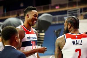 Dwight Howard lors du media day sous le maillot des Wizards