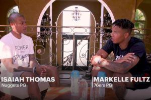 Markelle Fultz et Isaiah Thomas discutent ensemble
