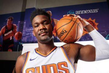 Deandre Ayton sous le maillot des Phoenix Suns