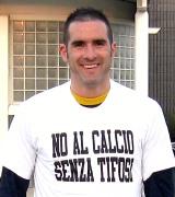 Lucarelli con la maglietta confezionata dai Boys