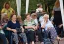 Collecchio: ANZIANI IN FESTA Il Centro diurno di Collecchio sfiora il 10, secondo i familiari degli anziani ospitati.