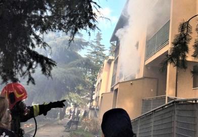 Incendio in un appartamento a  Ricò. Evacuati sette nuclei famigliari.
