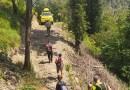 Rimanendo bloccati in un pendio boscoso particolarmente ripido ed impervio 3 giovani contattano saggiamente il Soccorso Alpino
