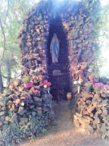 Montée à la grotte avec les chorales de Hochfelden et Wilwisheim
