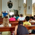 Representantes de todas as pastorais estão reunidos na Matriz da Paróquia participando da reunião do Múnus.