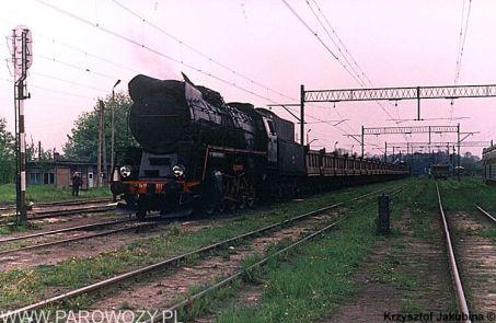 Ty51-137 na stacji Pyskowice Kotlarnia około 1990-1991roku. Fot.: Krzysztof Jakubina ze zbiorów Jacka Chiżyńskiego