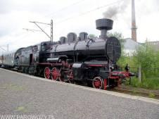 Tr12-25 z pociągiem Kraków Główny-Wieliczka Rynek 14.08.2004. Fot.: Leszek Biliński.