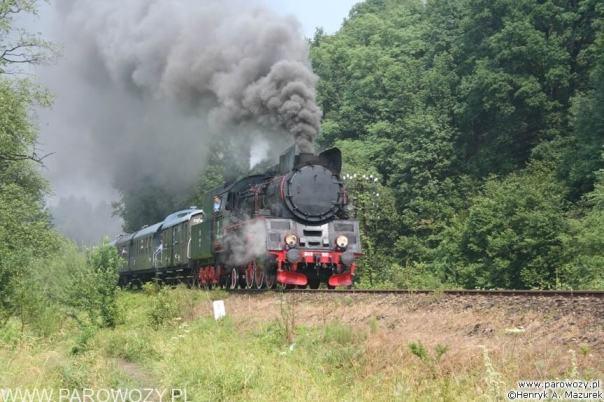 Ol49-100 z wagonami osobowymi, Rabka-Zdrój. Parowozjada'2006-przejazdy z Rabki Zarytego do Chabówki. Fot.: Henryk Mazurek.