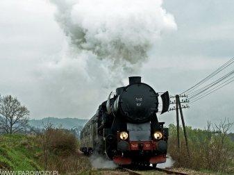 Ty42-107 z pociągiem nr 33300 Męcina Podgórze-Pisarzowa 6.04.2014. Fot.: Łukasz Alczewski.