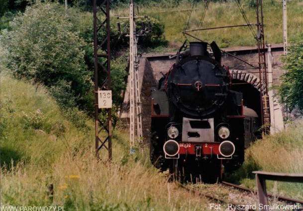 OKz32-2 wyjeżdża z tunelu Żegistów. 27.06.1992. Fot.: Ryszard Smulkowski.