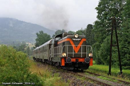 """SP42-260 z pociągiem """"Transwersalny"""" Nowy Sącz-Chabówka. Fot.: Szymon Jurkowski."""