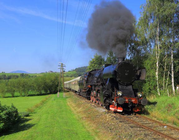 Ty42-107 z pociągiem Chabówka-Kasina Wielka. 20.08.2016. Fot.: Miłosz Mazurek.