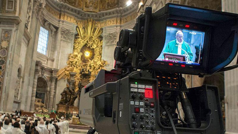 Per pregare in TV o sui social