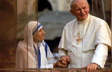 Beata Teresa de Calcuta con San Juan Pablo II.