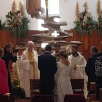 Pareja recibiendo el sacramento del matrimonio