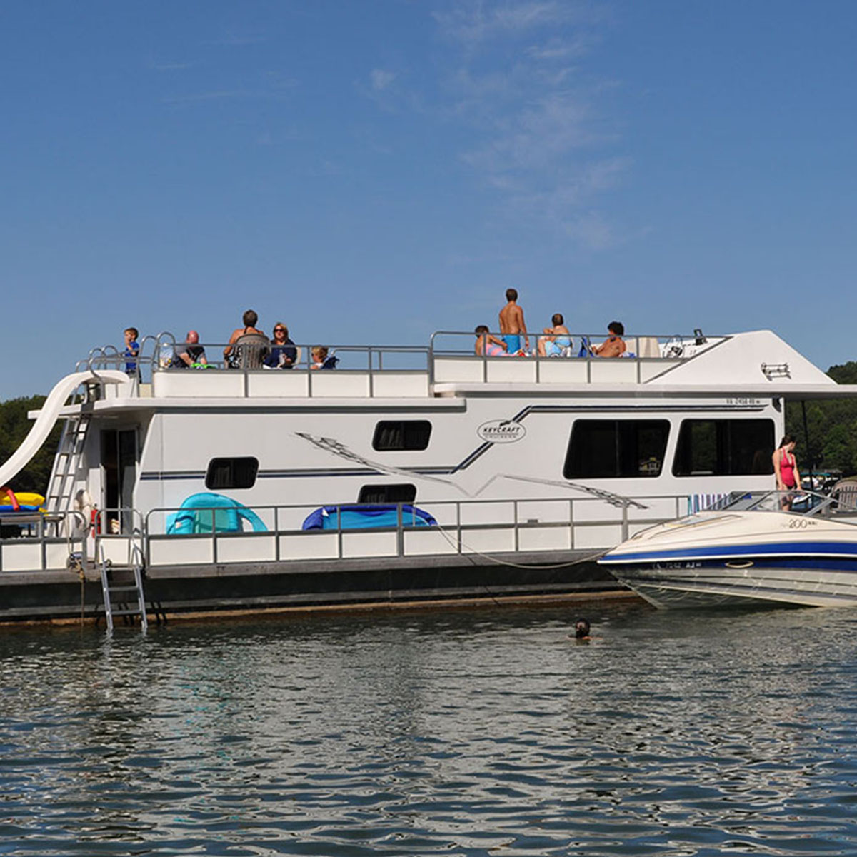Houseboats – Smith Mountain Lake Houseboat Rentals at Parrot