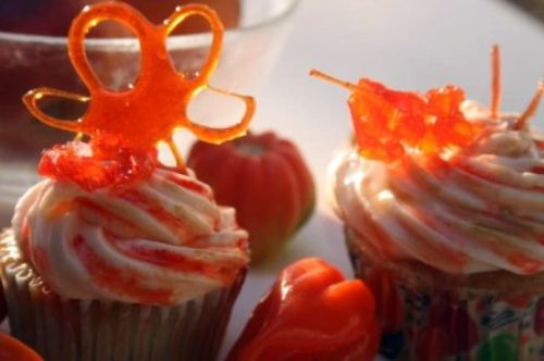 Peaches 'N Steam Cupcakes. Roasted Peach Cupcakes with a bit of habanero pepper to really amp up the peach flavor, + a cream cheese honey peach frosting!