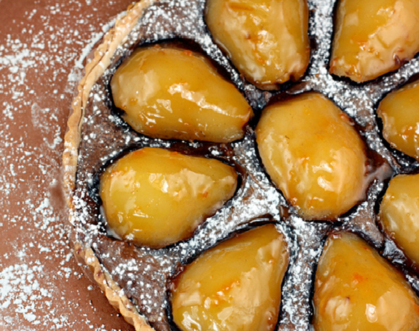 Super fudgy Vanilla Bean Poached Pear Chocolate Toasted Walnut Tart with a buttery, flaky crust that shatters, then melts in your mouth! #poachedpears #pear #peartart #fudge #walnuts #pastafrolladough #chocolate