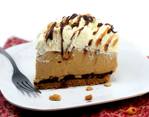 No-Bake Deep Dish Creamy Peanut Butter Pie with a Peanut Butter Cookie Crust and a Layer of Melted Chocolate