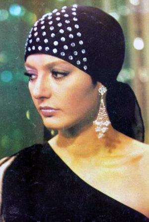 Googoosh wearing a scarf
