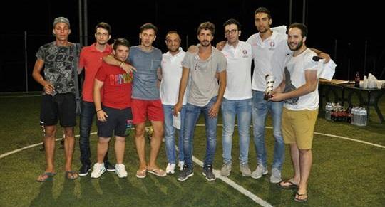 I giocatori della Germania con gli organizzatori del torneo