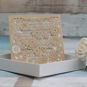 12_Partecipazione-quadrata-con fiori-oro-interno-bianco