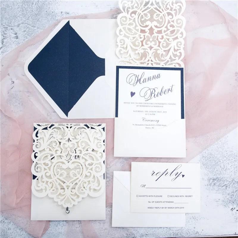 partecipazione matrimonio laser con astuccio bianco e dettagli in lu e oro