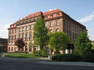 800px-nuernberg_gewerbemuseumsplatz_02_nuernberger_akademie_001