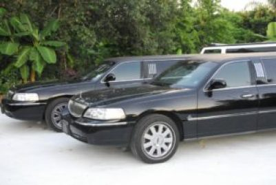 Lincoln stretch limousine service exterior