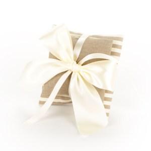 Coppia Cuscino Portaconfetti Righe Bianche e Beige + Cuscino Beige (10 pezzi)-0