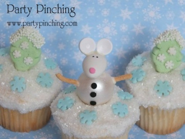 cute christmas cupcake, easy snowman cupcake, christmas cupcake ideas, easy christmas cupcake, christmas mouse, lindt chocolate, jet puffed marshmallow
