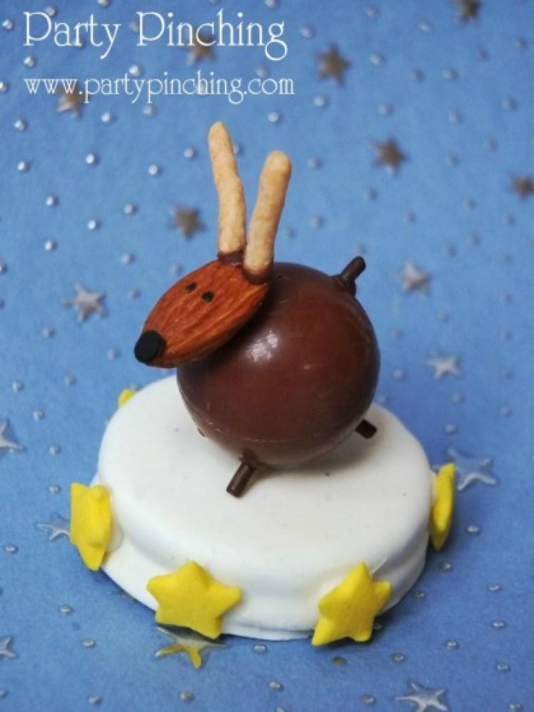 reindeer cookie, cute reindeer, cute christmas dessert, lindt truffle, oreo cookie, christmas dessert ideas,