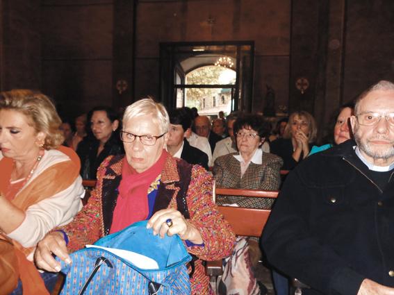 Visites de Myrna Nazzour de Notre Dame de Soufanieh (Damas, Syrie), en France en 2015 et 2016 07_a-valcluse-