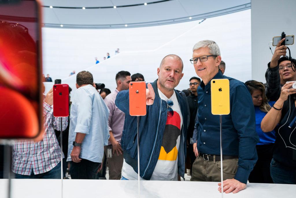 Apple Jony Ive shows Tim Cooks iphone XR design