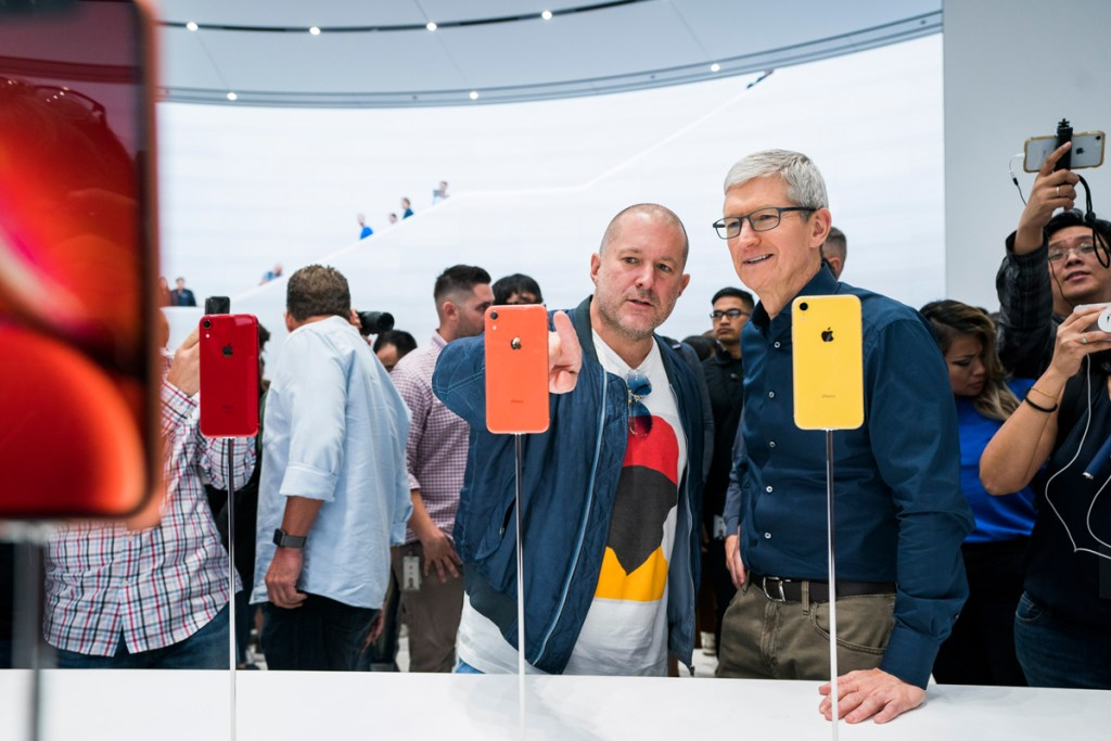 Apple Jony Ive shows Tim Cooks iphone XR design