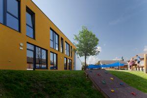 Außenansicht Kindergarten Desselbrunn / kigago (Paschinger Architekten) Modulbauweise Massivholz