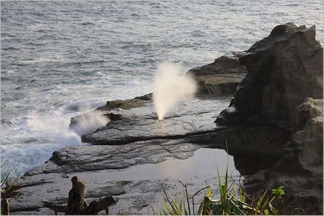 Jawa Timur , Pantai Klayar Pacitan Jawa Timur : Air Mancur Pantai Klanyar