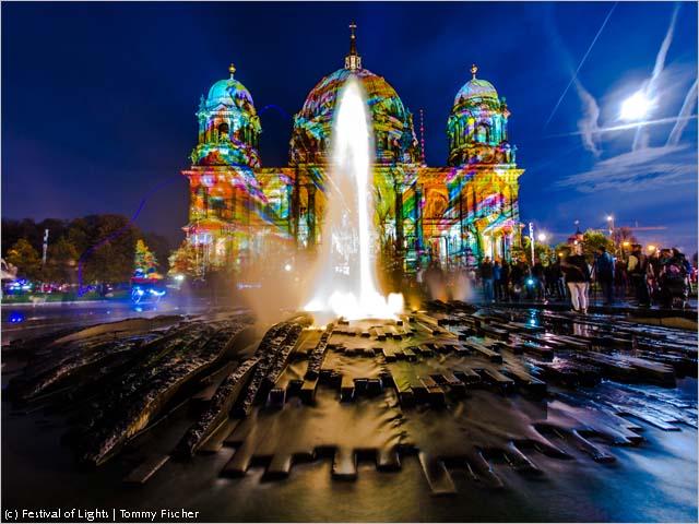Catedral de Berlim iluminada para o evento (foto: Tommy Fischer_Divulgação)