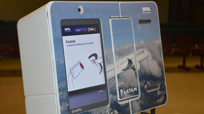 Leo the baggage robot on show in Santiago