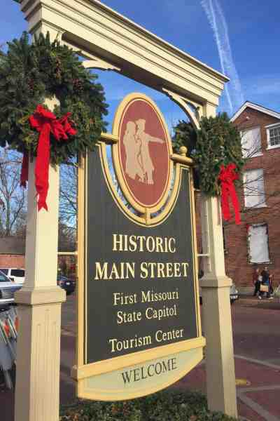 Christmas Traditions:  St. Charles, Missouri