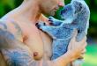 Les pompiers australiens posent avec des animaux pour leur calendrier 2019