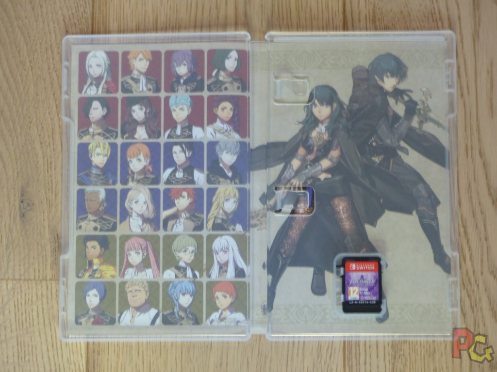 Unboxing Fire Emblem Three Houses - intérieur jaquette