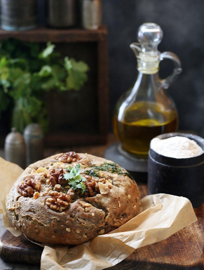 Wholewheat Walnut Garlic Coriander Bread … new flour in town & I'm loving it! #EkNayiAadat with #Aashirvaad