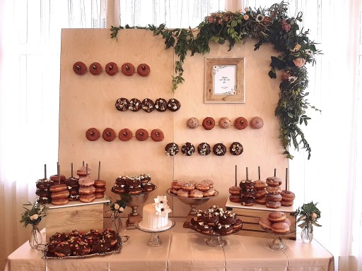 donut-wall-kelowna-weddings-hotel-eldorado