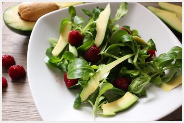 ricette detox insalata di avocado e lamponi