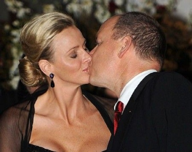 charlene e alberto bacio
