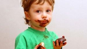 bambini-troppo-golosi-come-comportarsi