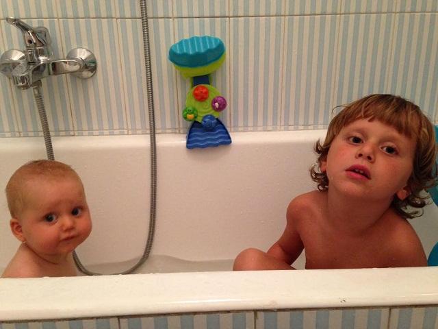 3 motivi per fare il bagno con i propri bambini passione - Vasca da bagno bambini ...