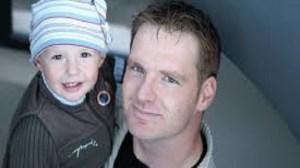 foto_baby sitter uomo_bimba