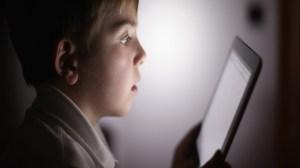 foto_bambino_esposto_tablet
